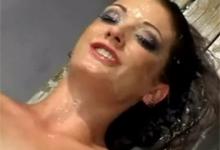 BUKKAKE Tvár herečky Hailey Young skončí pod hrubým nánosom semena