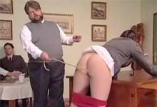 Riaditeľ českej základnej školy bičoval nahé žiačky v porne