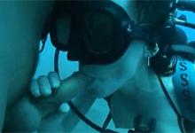Párik potápačov si zasúložil na dne mora