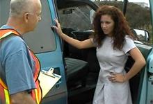 Latina Aurora Cortez urobí správcu parkoviska v zaparkovanej dodávke