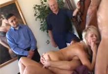Manželka si dala gangbang s tromi mužmi pred očami manžela