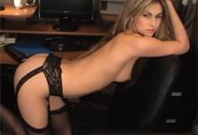 Kancelársky striptíz prekrásnej sekretárky