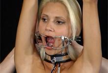 Sexuálna otrokyňa vytečie pri mučení (HD porno)