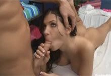 Rebeca Linares si vychutn trtkanie na masi