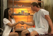 Pornokalendár (Berta 2 7) – Pacient vytrtká kundičku ázijskej sestričky (HD porno)