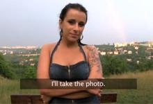Český sex za peniaze na lúke za mestom (HD porno)