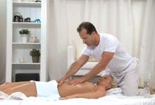 Pohlavný styk na masáži (HD porno)
