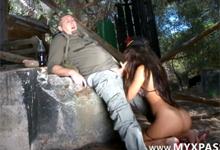 Turista a sexi divožienka (HD porno)