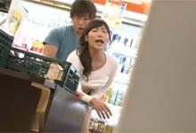 Ázijská panička prepadnutá a vytrtkaná v supermarkete