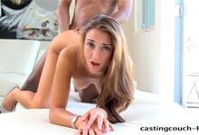 19ročná Sally si svoj prvý casting poriadne užije (HD porno)