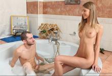 Pornokalendár (Kamila 187) – Análne milovanie s teenagerkou Abbie v kúpeľni