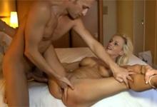 Hotelový porno casting so zrelou amatérkou
