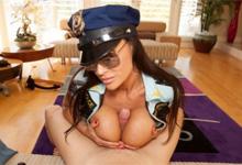 Policajtka Lisa Ann análne súloží (HD porno)