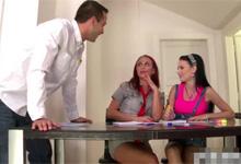 Učiteľ vyfajčený dvomi študentkami – české porno