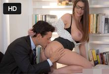 Pornokalendár (Milan 2711) – Kancelársky románik s kozatou sekretárkou Brooklyn Chase