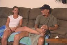 Zvrhlý otec ohne nevlastnú dcéru – rodinné porno