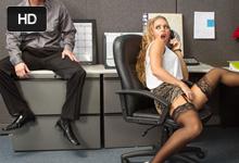 Nicole Aniston Kolegov penis nahradí manžela na telefóne