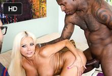 Nikita Von James trtká s černochom pred očami manžela!