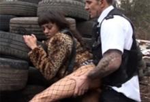 Policajt šuká prostitútku na parkovisku (Alyssa Divine)