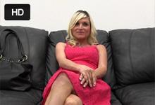 Tehotná milf Cindy nastaví anál na castingu (HD porno)