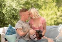 Pornokalendár (Vincent 211) – Záhradný sex s nežnou blondínkou Chloe Foster