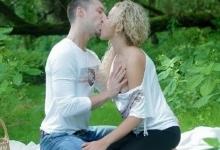 Sexi mamina si vychutná romantický sex na pikniku! (HD porno)