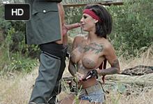 Americká vojačka Bonnie Rotten v akcii! (HD porno)