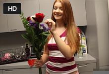 Orálny sex ako odmena za kvety! (HD porno)