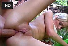 Pornokalendár (Víťazoslav Klaudius 203) – Teenageri si análne vrznú na záhrade – české porno