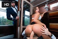 Análny sex vo vlaku s večne nadržanou študentkou (Amirah Adara)