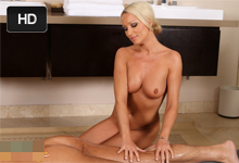 Erotická masérka Diana Doll ponúkne klientovi za príplatok blowjob