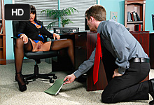 Neverník vyšukal v kancelárii priateľkinu matku! (Mercedes Carrera a Brick Danger)