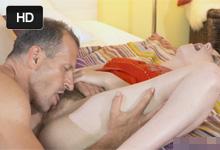 Pornokalendár (Vavrinec 108) – Vysokoškolský učiteľ George nežne vytrtká študentku Meggie
