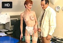 Sex na pracovisku so staršou krátkovlasou sekretárkou