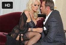 Neverná žena Stormy Daniels trtká za peniaze v hotelovej izbe s boháčom