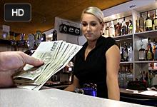 Jebačka za prachy s krásnou blonďavou barmankou – české porno