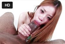 Asia Zo Tesná ázijká kundička pohostí obrovský ebenový penis!