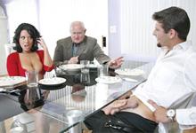 Neverná panička Sienna West sa po večeri vyspí s manželovým zamestnancom1