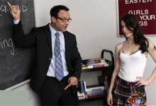 Nezbedná študentka Veronica Radke nastaví kundičku profesorovi!