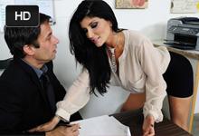 Podnikateľka si v kancli užije divokú trtkačku s podriadeným (Romi Rain a Alan Stafford)