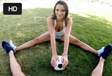 Sexi futbalistka Lily Love si po tréningu krásne zašuká!