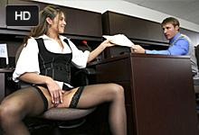 """""""Office sex"""", alebo nadržaná Ryder Skye trtká s kolegom na záchode v kancelárii!"""
