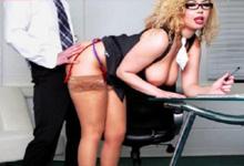 Kancelársky sex, alebo prsaňa Aruba Jasmine sa nechá fiknúť novým kolegom!