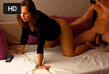 Náruživá amatérka si užíva orál, prstovanie a sex zozadu –  homemade porno