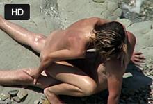 Nudistický sex, alebo rozpálený párik trtká vo vlnách!