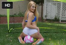 19ročná americká futbalistka Scarlett Sage si po tréningu skvele zašuká!