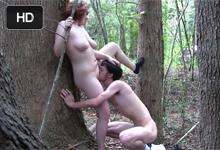 Kučeravá amatérka si zasúloží s priateľom v lese