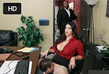 Kancelárska prsaňa nastaví kolegovi vylízanú kundičku na pracovnom stole! (Alison Tyler a Xander Corvus)