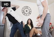 Španielsku študentku vyruší pri orálnom sexe naštvaný otčim! (Alexa Tomas)