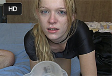 Deepthroat šikovnej blondínky pred webkamerou